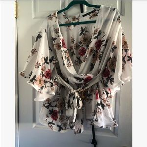 Floral peplum tie waist blouse 4x but fits like 2x
